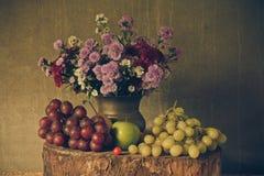 Durée toujours avec des fruits Photographie stock
