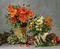 Durée toujours avec des roses photographie stock libre de droits
