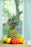 Durée toujours avec l'ananas Photographie stock libre de droits