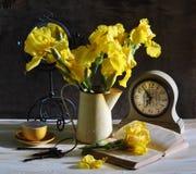 durée toujours avec les taffies jaunes Photographie stock libre de droits
