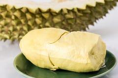 Durain-Frucht auf weißem Hintergrund Stockfoto