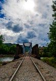 Durango Train segue a perspectiva do cruzamento da ponte do rio Imagens de Stock Royalty Free