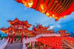 Durante Año Nuevo chino, mucha gente viene al templo de Thean Hou rogar para una mejor cabeza del año imagenes de archivo