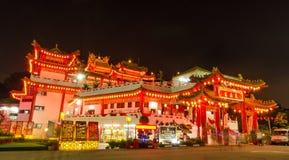Durante Año Nuevo chino, mucha gente viene al templo de Thean Hou rogar para una mejor cabeza del año foto de archivo