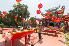 Durante el Año Nuevo chino de la celebración en el templo chino Fotografía de archivo libre de regalías
