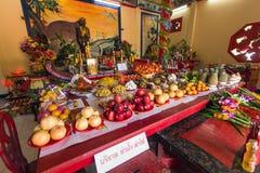 Durante el Año Nuevo chino de la celebración en el templo chino Fotos de archivo libres de regalías