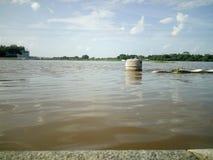 Durante l'inondazione nella t narasipura fotografia stock