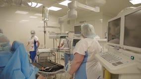 Durante l'operazione in un ospedale stock footage
