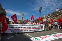 Durante la celebración del primero de mayo en el centro de ciudad Foto de archivo libre de regalías