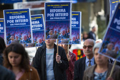 Durante la celebración del primero de mayo en el centro de ciudad Confederación general de trabajadores portugueses Foto de archivo