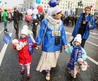 Durante la celebración del primero de mayo en el centro de Moscú Imagen de archivo libre de regalías