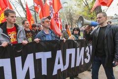 Durante la celebración del primero de mayo Sergei Udaltsov - uno de líderes del movimiento de protesta en Rusia Imagenes de archivo