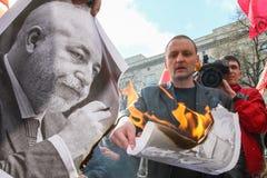 Durante la celebración del primero de mayo Sergei Udaltsov - uno de líderes del movimiento de protesta en Rusia Foto de archivo