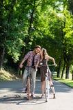 Durante le bici di guida smettono di baciare Immagini Stock