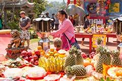 Durante o ano novo chinês da celebração no templo chinês Fotos de Stock Royalty Free