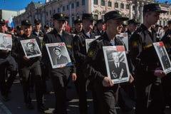Durante o março imortal do regimento nas celebrações de Victory Day, Imagem de Stock