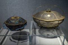 Durante os ofícios de prata do século XIX da fabricação, cansado de seda azul de Shaolan da pasta de prata Imagem de Stock