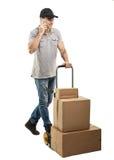 Durante una llamada - cajas y paquetes del camión de mano del mensajero Fotografía de archivo libre de regalías