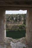 Durat?n-Flussansicht von einem Fenster in den Ruinen Stockfotos