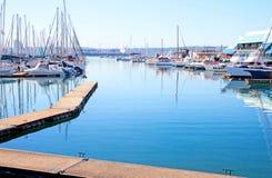 Durban Sydafrika yachter som förtöjas på yachtklubban Arkivbild