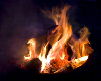 Durch das Feuer Stockfoto