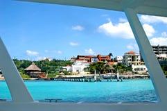 Durch das geöffnete Fenster in einem Boot Lizenzfreies Stockfoto