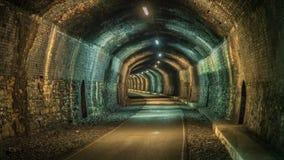 Durch den Grundstein-Tunnel gehen, Derbyshire, England, Großbritannien stockfoto