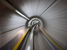 Durch den Tunnel stockfoto