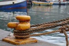 Durch die Docks lizenzfreie stockbilder