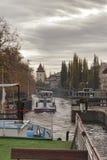 Durch die Verschlüsse auf der Moldau Lizenzfreie Stockbilder
