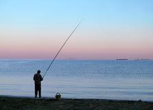 Durch ein Mannfischen. Lizenzfreie Stockbilder