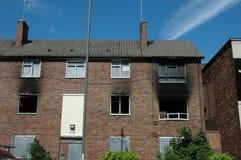 Durch Feuer beschädigte Wohnungen stockbild
