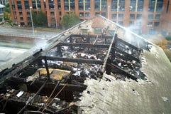Durch Feuer beschädigtes Gebäude Stockbild