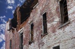 Durch Feuer beschädigtes Ziegelstein-Gebäude Lizenzfreies Stockfoto