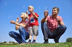 Durchbrennenseifenluftblasen der Familie Lizenzfreie Stockbilder