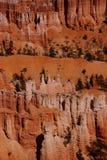 Durchdacht abgefressene Berggipfel und Unglücksboten Stockfotografie