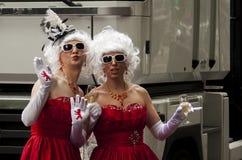 Durchdacht gekleidete Teilnehmer, während Christopher Street Days Stockfotos