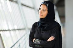 Durchdachte arabische Frau Stockfoto