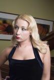 Durchdachte blonde Frau Stockbild