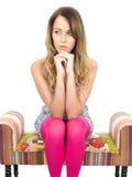 Durchdachte deprimierte erschrockene junge Frau Stockfotos