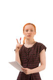 Durchdachte Frau, die ein Notizbuch hält Stockbild