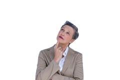 Durchdachte Geschäftsfrau, die weg schaut Stockfotos
