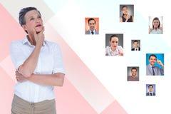 Durchdachte Stunde Kandidaten wählend stockfotos