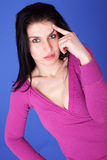 Durchdachte und schöne Frau, erinnern sich an etwas Lizenzfreie Stockfotografie