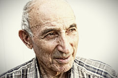 Durchdachter älterer Mann stockbild