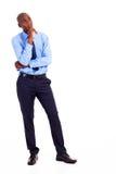 Durchdachter afrikanischer Geschäftsmann stockfoto