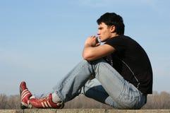 Durchdachter Jugendlicher stockbilder