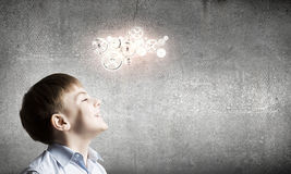 Durchdachter Junge Lizenzfreie Stockbilder
