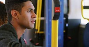 Durchdachter Mann im Bus 4k stock footage