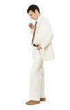 Durchdachter Mann im weißen Anzug Lizenzfreies Stockbild